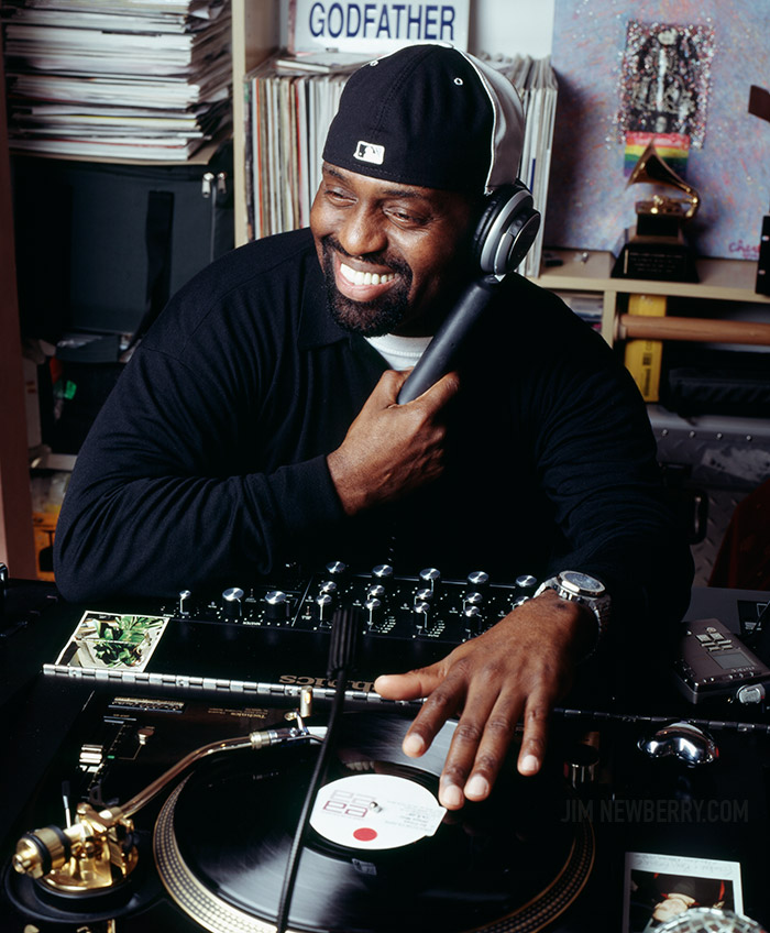Frankie Knuckles at the turntable. Photo by Jim Newberry.